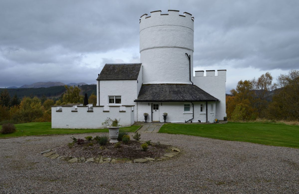Finest Holidays - The White Tower of Taymouth Castle